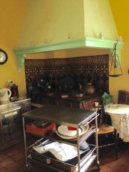 Love this kitchen space!